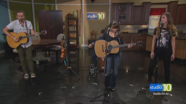 "Rachele Lynae performs ""Quicksand"""