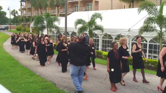 Record 168 bridesmaids attend wedding