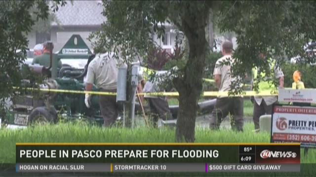 People in Pasco prepare for flooding